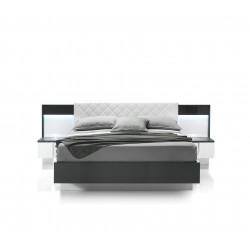 Кровать с двумя прикроватными тумбами